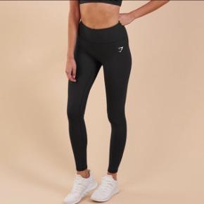 Helt nye super fine gymshark træningsbukser. Sælges grundet jeg fik dem i gave men desværre ikke nåede at bytte dem i tide. De er super fine! 200kr