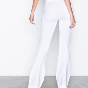 Zara trompetbukser i hvide sælges💞 god stand (str xs) byd