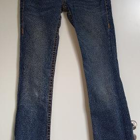 Vildt fede jeans str 27. Har lidt slid på det ene knæ men ellers fine.