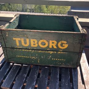 Sælger 2 stk. af denne type kasse.  150,- er prisen for én kasse.  Skal afhentes på Frederiksberg.