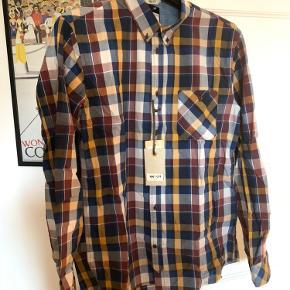 Super lækre skjorte fra NN07.  2 stk haves. Prisen er pr stk.  Køb begge for: 1249,-  Stadig med mærke.  Fra røg og dyrefrit hjem