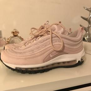 Overvejer at sælge mine næsten nye Nike Air max 97 hvis det rette bud kommerNp. 1395,-
