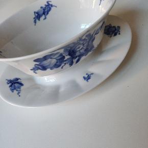 Royal Copenhagen blå blomst kantet sovseskål, 2 sort. Lille hårrevne. Se billede💙