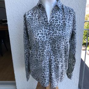 Emily van den Bergh skjorte