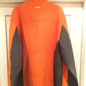 Ny og ubrugt Nanok softshell jakke str 3xl, sælges..    Har fået den i gave, men da den er 3 nr for stor, for jeg den med garanti aldrig brugt..     SE OGSÅ ALLE MINE ANDRE ANNONCER.. :D