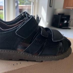 Fine sandaler. Brugt sidste sommer, men kan desværre ikke bruges i år. Rigtig fin kvalitet og stand.