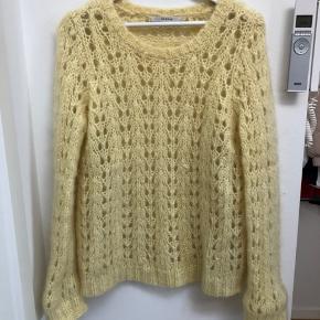 Smuk strik - farven er mere klar og lysende i virkeligheden  Brugt få gange, men trænger til at blive plukket for overskydende uld 🌞
