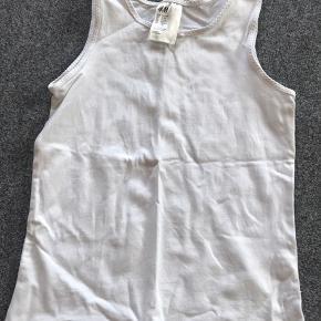 Hvid undertrøje / top. Fin stand