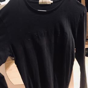 Lækker sort longsleeve bluse fra Calvin Klein Købt i Magasin for 900kr