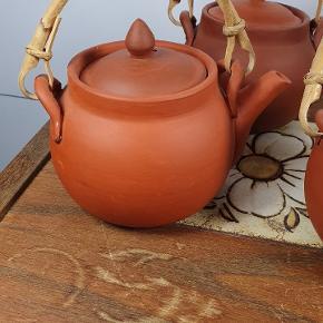 Småt lertøj til te. Passer lige til en enkelt kop te. Har 5 stk. 20 kr. Pr. Stk. Tag alle 5 for 80kr. Skriv endelig ved spørgsmål 😀