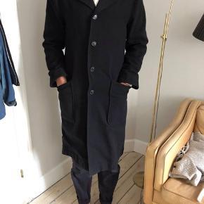 Sælger min Carl frakke fra HANSEN, Modellen er 188 høj. Den har lidt pletter i inderforet også derfor jeg sælger så billigt.
