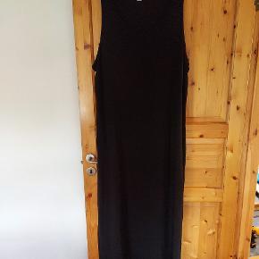 Lang kjole uden ærmer str 2x xl