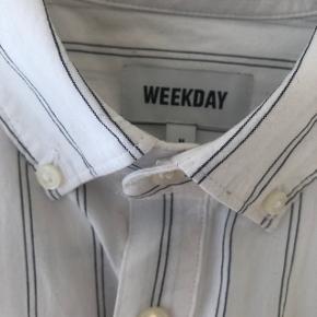 Weekday skjorte - brugt en gang.  Str. medium