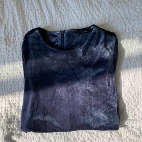 Velour bluse, aldrig brugt. Fejlkøb og derfor bare ligget i skabet