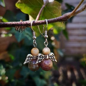 Engle øreringe med sten perler.