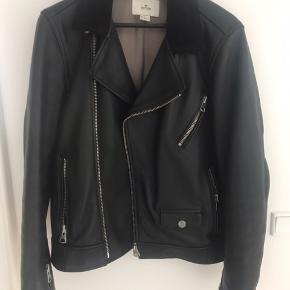 Fed og tung læder jakke fra H&m premium. Str.44  Nypris 2500kr.-