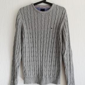 Redgreen Sweater i kabelstrik  Aldrig brugt  Str. S Farve: Grå Indv. ærmelængde : 57 cm Bryst: 2x60 cm Hel længde: 72 cm  Pris: 200,- plus porto. (Nypris: 750,-) Fast pris  Sender med DAO