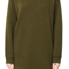"""Brand: Weekday MTWTFSS Varetype: Ny Oversized Sweater Kjole """"Ally Sweater Dress"""". Farve: Mørkegrøn Oprindelig købspris: 700 kr"""