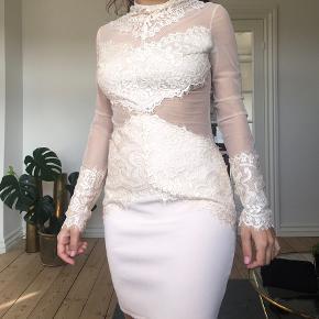Virkelig smuk kjole fra Asps. Brugt en enkelt gang til galla 😊