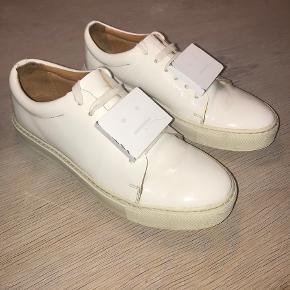 Sælger disse fede Acne Studios sko, da jeg ikke kan passe dem længere. De er brugt, men kan sagtens klare mere :) Skriv endelig hvis du har spørgsmål.