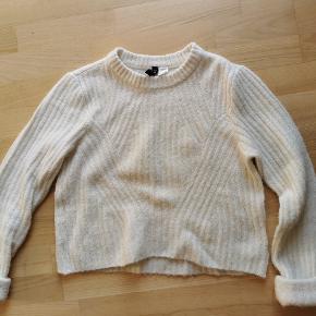 Fin hvid sweater - går til navlen