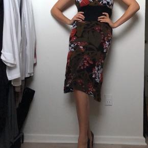 Smukkeste kjole med det fineste mønster- Fra Ukendt mærke!   • Passer en Str. Small-Medium  • MP: 150kr  #trendsalesfund