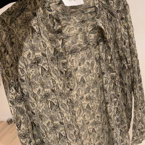 Pæn skjorte fra neo noir Brugt en enkelt gang 10/10 Np 500kr ish Mp 350kr Ekskl fragt