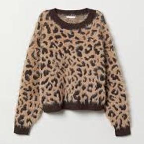 Sælger Stadig denne efterspurgte Leopard Sweater, som er udsolgt alle steder. Det er i en str S, og er ALDRIG brugt. Den fejler absolut intet, men sælger den stadig til en billig og super pris. Nypris var omkring de 179kr.