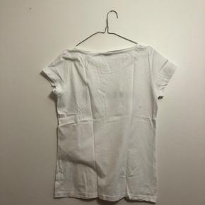 Hvid t-shirt fra Jacquelin de Young i str. L