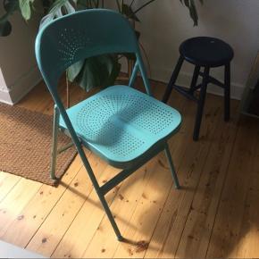 Klapstol fra Ikea. Genial til dig, der gerne vil have en smart klapstol for at spare plads, men stadig ønsker en både flot stol, som man også sidder godt i.