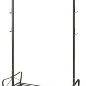 BYD BYD BYD SKAL HENTES ASAP GERNE INDEN MANDAG DEN 20/5.  PROTIS Garderobestativ // tøjstativ fra IKEA.  Udgået model.  Sort metal. Måler: L110xH168xB60 cm. med en hylde nederst til sko mv. Tags:  Tøjstativ. Garderobestativ. Stativ til tøj. Opbevaring.