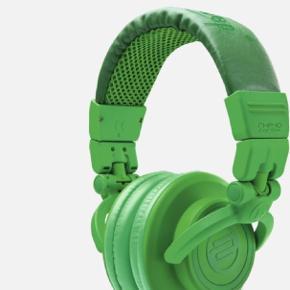 reloop høretelefoner rHP-10 i leaf green. Aldrig brugt, stadig i æske. Se beskrivelse på billede 2.