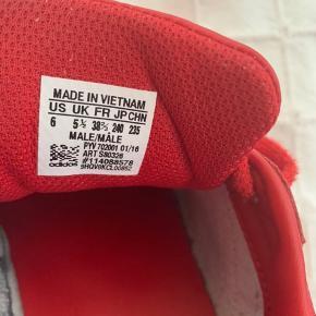 Flotte røde Adidas .👌🏼 Brugt meget få gange ...
