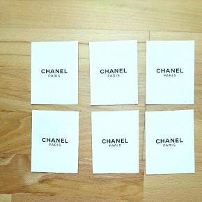 Mål 7*9.5 cm. Kan bruges til bordkort eller invitationer eller lignende. Materialet er karton. De er hvide på bagsiden. 10 tilbage