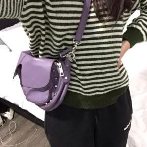 Udgået Unlimit taske i lilla Model: Emily  Fejler intet, knap nok brugt Sælges da den ikke bliver brugt.