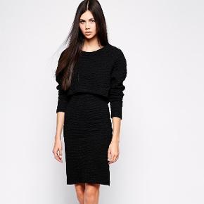 Lækker kjole fra Wackerhaus. Brugt én gang. Med for. Nypris: 1.900 kr.