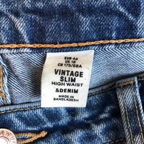 Jeans sælges da jeg ikke længere passer dem, de går til anklen (jeg er 175) og high waist