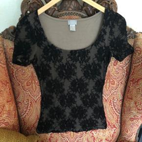 Smukkeste lace / blonde mesh top 🥰   Kan ikke længere passe den derfor ingen billeder af den på ☺️   ✨BYD✨