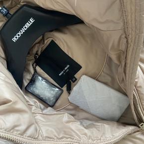Helt ny Rock N Blue jakke købt hos Baunbaek. Str. 34 men 36 vil også kunne passe den. Nypris 3499kr