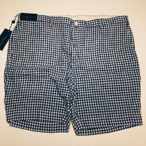 Shorts købt i USA, aldrig brugt og med prismærke. De er købt for store og derfor ikke brugt. Køber betaler fragt.