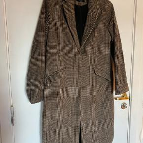 Houndstooth Women's coat size S.  Grey/brown colour.  Very light bobbling.  Has a couple of rips in the inner lining on right side, otherwise it's in fine condition and has no affect aesthetically when wearing the coat.  Can be easily stitched back.    Due to Covid-19 social distancing restrictions, trying on clothes I have for sale will not be possible. Pick up and purchase only please.