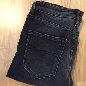 Splinternye Tiger Jeans - str. 27/30 fra sæson S/S19 - aldrig brugt og derfor heller ikke vasket - mærket er kun lige taget af. Nypris 1200,-