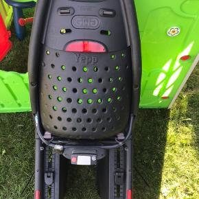 Super flot og meget velholdt cykelstol fra Yepp. Kun brugt i 3 mdr. Altid stået inde. Monteringsdel samt nøgler medfølger selvfølgelig.   Sælges grundet køb af ladcykel.