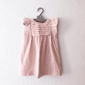 Kjole fra Norlie, str. 74 cm (9 mdr). Brugt få gange, og i super fin stand. 100 kr pp.