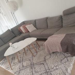 har en helt ny sofa stående helt den samme som på billede 1. ryg puderne er ikke med men kan fåes fra min gamle sofa stadig i ny stand. 2 nakkestøtter medfølger også fra min gamle sofa
