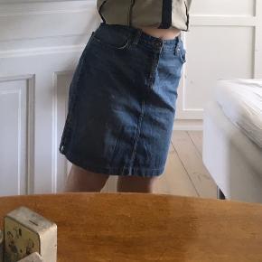 Mavi nederdel