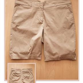 Shorts fra H&M+ str. 48 Livvidde 104 cm Indv. benlængde 26 cm Brugt 1 gang Pris 60,- pp