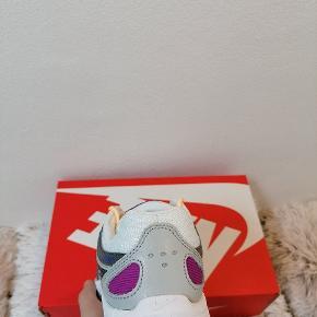 Nike P-6000  Kommer nye i boksen, aldrig brugt  Størrelse 39 (25cm)