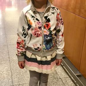 Min datters ynglings overgangs jakke er nu til salg  BYD !!