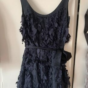 Smukkeste kjole fra Diane Von Furstenberg med aftageligt bælte - US str 6
